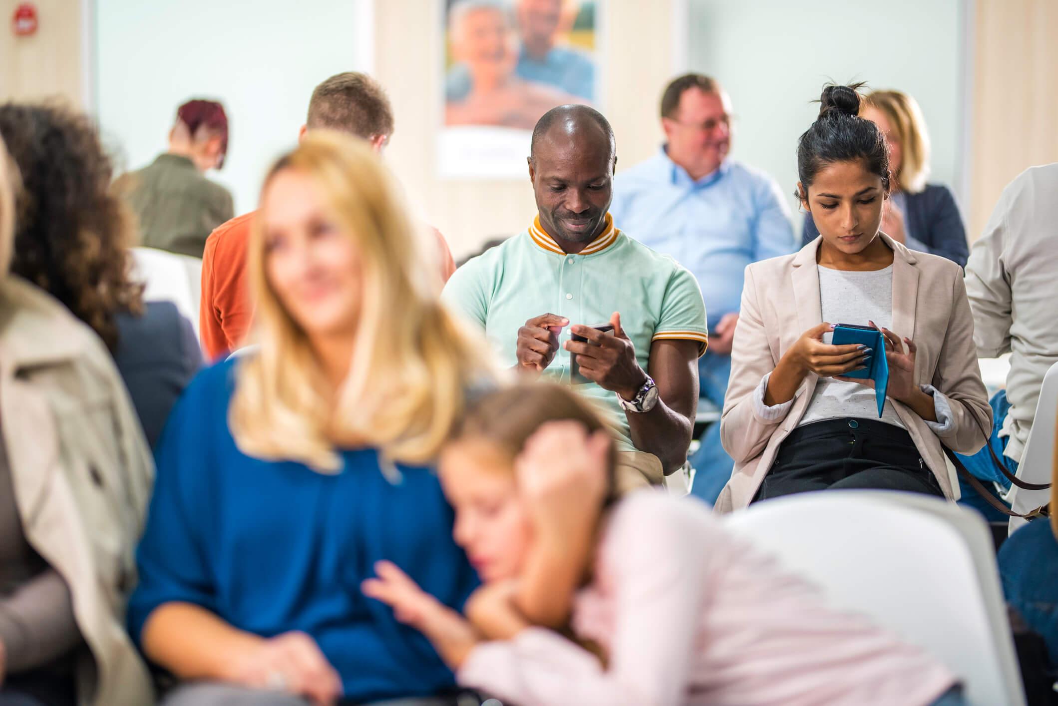 Sala de espera lotada, um dos indicadores de desempenho