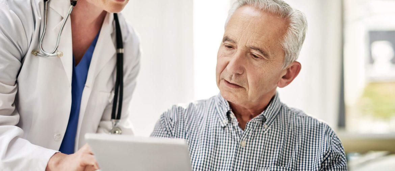 Paciente analisando prontuário digital